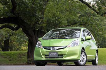 Honda запустила в продажу гибридный вариант Фита.