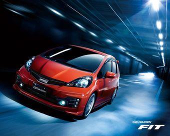 Официальная тюнинг-мастерская Honda - Mugen - подготовила комплект аэродинамических аксессуаров для обновленного Honda Fit.