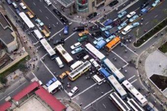 Предлагается новый метод борьбы с пробками: увеличить штраф за выезд на занятый перекресток.