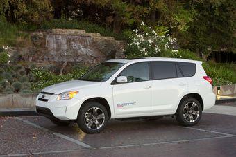 Toyota и Tesla вместе создали второе поколение электрического RAV4.