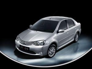 Toyota начинает продажи бюджетного седана Etios вИндии