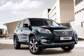 За год Тойота продала в России более 15 тысяч кроссоверов RAV4.