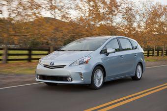 Новый Prius v пополнил модельный ряд гибридных машин марки Toyota.