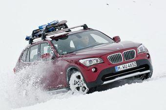 BMW X1 теперь доступна в новой модификации xDrive28i с 4-цилиндровым турбированным двигателем.