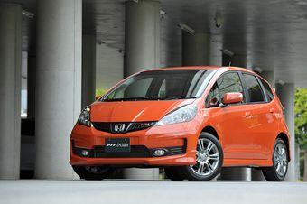 Honda Fit смог обогнать по продажам Toyota Prius.