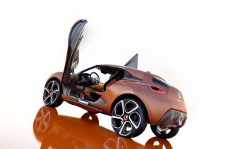 Двухместный кроссовер Captur — необычный концепт от франко-японского альянса Renault-Nissan.