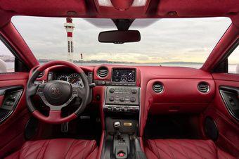 Nissan GT-R Egoist предлагает клиентам любую расцветку интерьера.