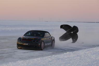 Bentley устанавливает новый рекорд скорости на льду: 330км/час