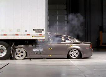 Американские ученые считают, что настала пора позаботиться об ужесточении требований к безопасности грузовых прицепов.