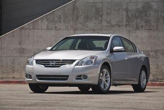 Nissan Altima. Самый популярный семейный седан в США по итогам марта.