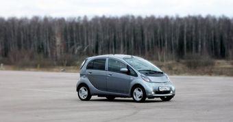 В России начинаются продажи первого в мире массового электромобиля Mitsubishi i-MiEV.