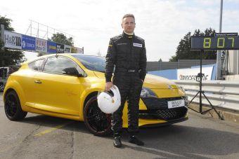 Переднеприводная модель Megane Renaultsport 265 Trophy прошла Северную Петлю Нюрбургринга за 8 минут и 8 секунд.