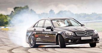 Mercedes-Benz C63 AMG ставит новый рекорд дрифта.