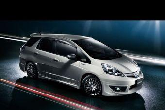 Mugen выпускает аэродинамические комплектующие для Honda Fit Shuttle.