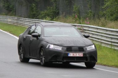 Новый LexusGS проходит тесты нагоночном треке и дороге общего пользования