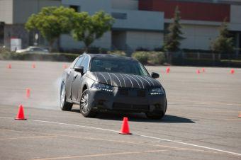 На тестовом треке в Калифорнии компания Lexus провела закрытую презентацию модели GS нового поколения.