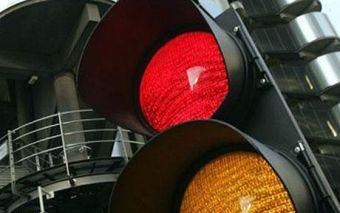 Владимиру Путину понравилась идея разрешить поворот на красный сигнал светофора, и он поручил Виктору Кирьянову, занимающему пост заместителя министра внутренних дел по безопасности на транспорте, детально проработать этот вопрос.
