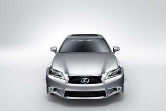 Lexus GS 350 нового поколения официально представлен на выставке в Калифорнии.