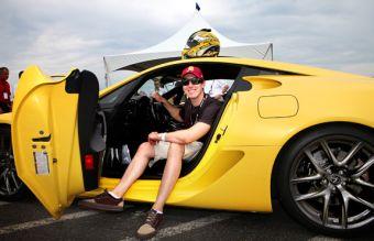Кайл Буш и суперкар Lexus LFA.