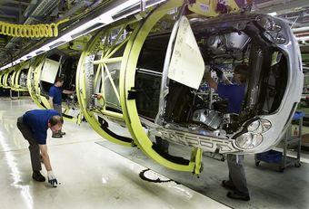 Новые автомобили японского бренда Infiniti будут построены на платформе Mercedes-Benz, и их сборка, возможно, будет перенесена в Европу. Ранее немецкая компания договорилась о совместной с Renault-Nissan разработке компактных автомобилей.