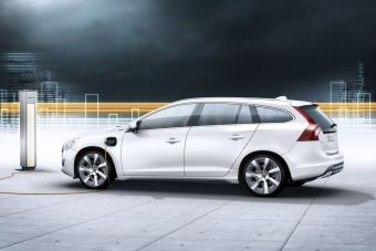 Volvo V60 Plug-in Hybrid выйдет в продажу в следующем году.