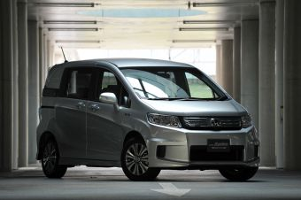 В Японии представлены две новые гибридные модели компании Honda для внутреннего рынка.