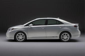 Гибридный седан Lexus HS 250h не может найти своего покупателя в США.