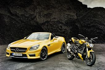 Mercedes-Benz SLK 55 AMG и Ducati Streetfighter 848.