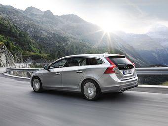 Volvo представила серийную версию своего гибридного универсала с дизельным двигателем и возможностью подзарядки литий-ионной батареи.