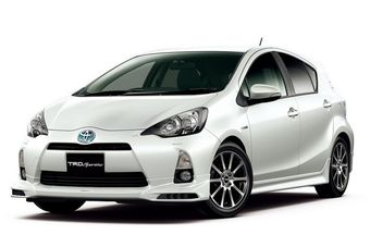 Toyota начинает продажи нового компактного гибрида Aqua в Японии.