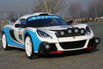Lotus Exige R-GT на дорожных тестах к северу от Турина.