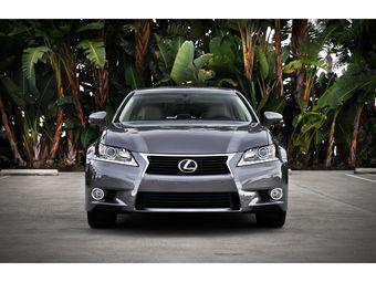 Цены на новый седан Lexus GS начинаются с 1 730 000 рублей.