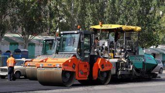 Пока идёт зима, строители готовят дорожное полотно и бетонируют будущую дорогу. Летом начнутся земляные работы и асфальтирование.