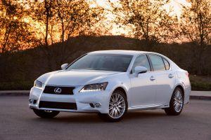Lexus начинает продажи нового GS 450h