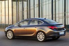 В линейке Opel Astra появится версия седан.