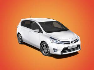 Toyota назвала цены наобновленный минивэн Verso