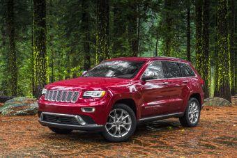 Grand Cherokee 2014 модельного года обновился снаружи и в интерьере, а также получил новый дизельный двигатель.