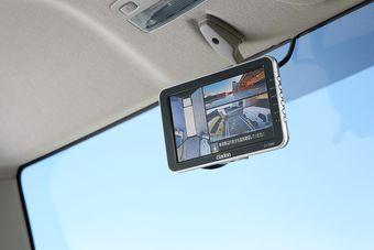 Так выглядит монитор системы кругового обзора внутри кабины Nissan Atlas.