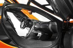 На создание интерьера McLaren P1 дизайнеров вдохновила кабина боевого истребителя.