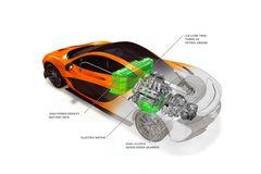 McLaren P1 приводят в движение бензиновый V8 (737 л.с.) и электромотор (179 л.с.). В полностью электрическом режиме суперкар способен проехать не менее 10 км.