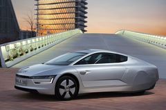 Заявляется, что новый гибрид способен расходовать всего 0,9 литра топлива на 100 км пути. Запас хода на электротяге составляет до 50 километров.