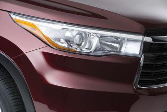 Незадолго до официальной премьеры третьего поколения кроссовера Highlander компания Toyota решила продемонстрировать фару этого автомобиля.