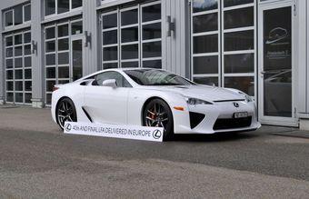 LFA №493 белоснежно-белого цвета передан вчера покупателю из Швейцарии.