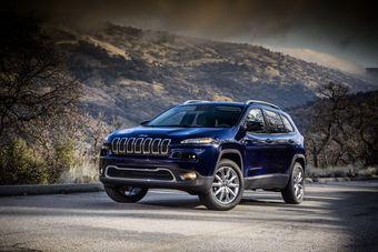 Jeep Cherokee нового поколения официально представлен. Модель станет главным экспонатом на стенде Jeep на Нью-Йоркском автосалоне.