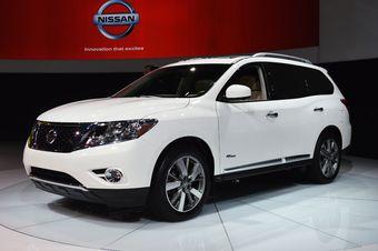Гибридный варианта кроссовера Nissan Pathfinder представлен на Нью-Йоркском автосалоне.