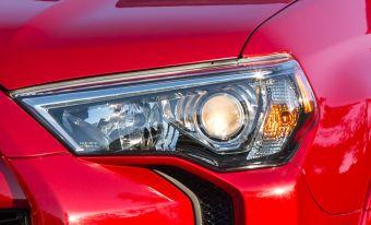 Судя по первым фотографиям, 4Runner 2014 модельного года получит видоизмененный дизайн. Изменятся ли комплектации и технические характеристики — пока не известно.