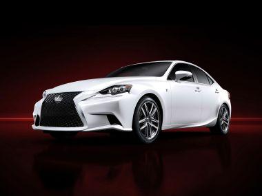 Новое поколение Lexus IS появится в нашей стране в сентябре