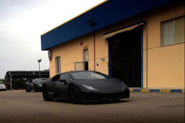 Преемник Lamborghini Gallardo: первое фото в камуфляже