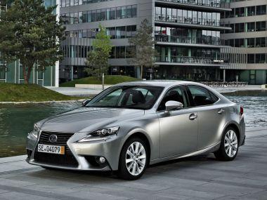 Новый Lexus IS 250 стоит вРоссии от 1377000руб.
