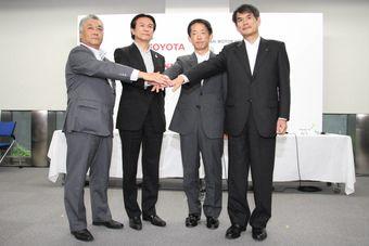 С помощью субсидий японского правительства автопроизводители расширят зарядную инфраструктуру и сделают ее более удобной для владельцев «плаг-ин» гибридов и электромобилей.